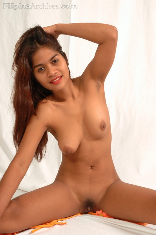 Erotic Filipina in frontal nudity