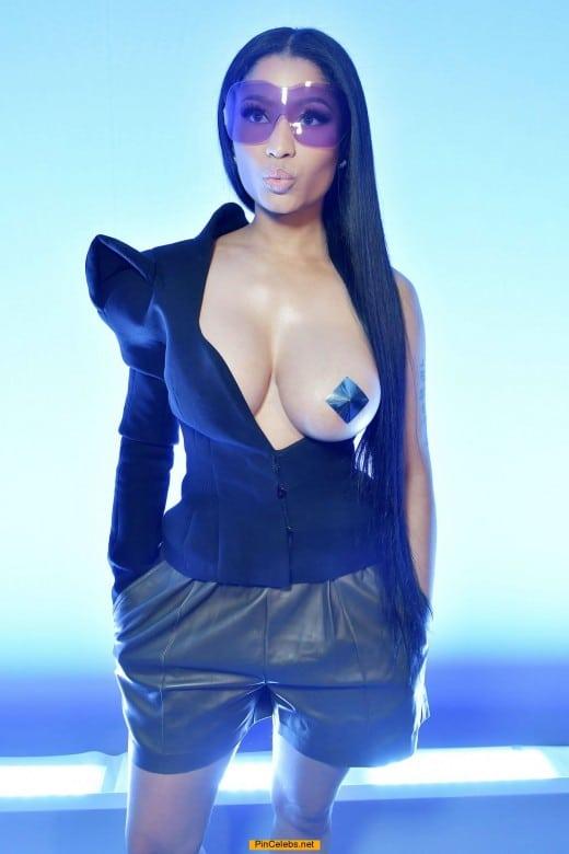 Nicki Minaj nude boob with pasties