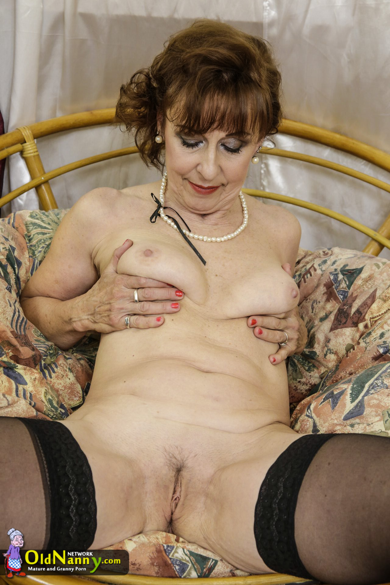 OLDNANNY Pretty shaved pussy
