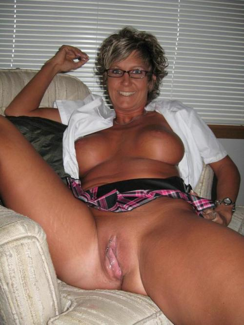 Big boobs and wet Milf pussy