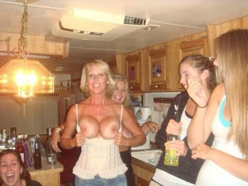 Blond mom showed tits at the party