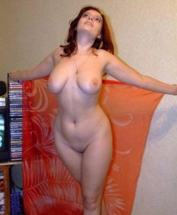 Cute redhead housewife is shows to be completely naked