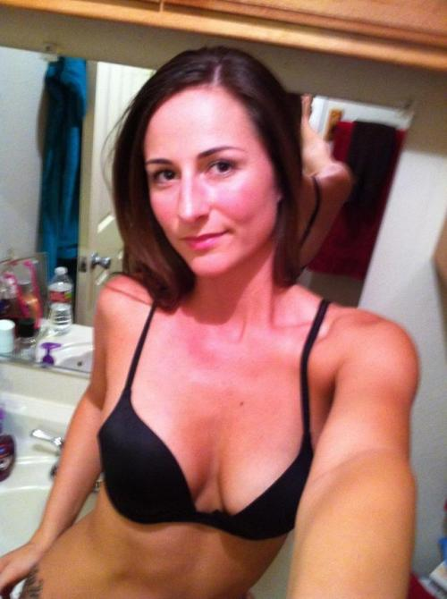 Hot Brunette Mom takes first mirror selfie