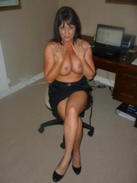 Sexy MILF brunette who shows off her curves