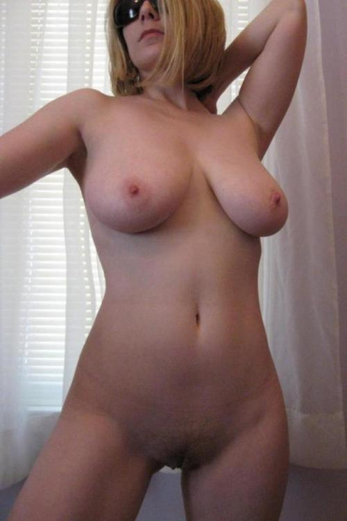 Extra older chick sticking out nude sexy body