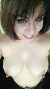 Amateur Milf big nipple selfies