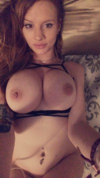 Amateur red-head chick has great tits