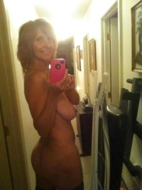Blonde hot wife nude selfshot picture
