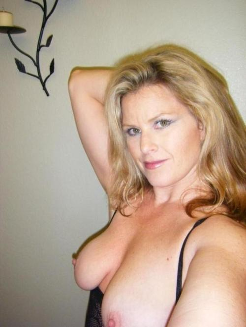 Blonde Milf showing her natural boobs on selfie