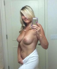 Milf has great tits on selfie