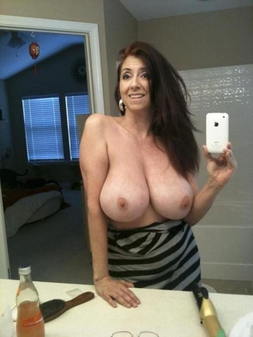 mature big boob selfies - Hot Mature boasts of big tits on selfie