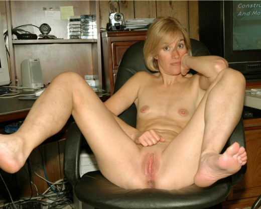 Sex Images  American Milf Spread Legs  Porn Pics By The -4398