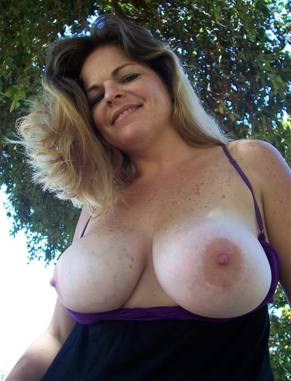 Blonde milf nackt