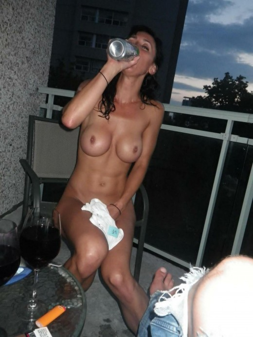 Lady without clothes is relaxing with beer