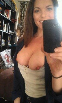 My hot stepmom on nude selfie pic