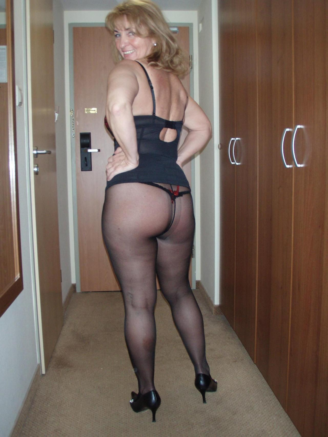 Older babe stripping down to nylons