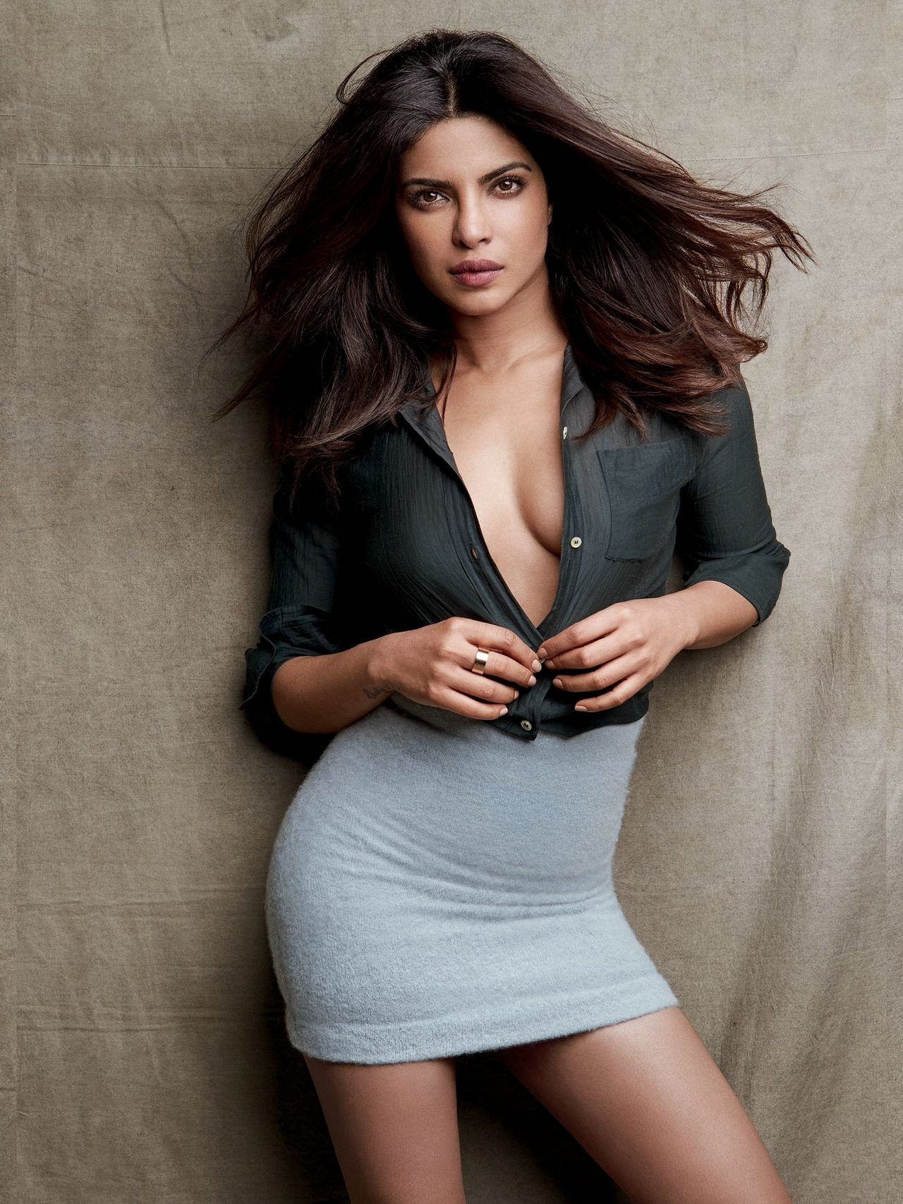 Fucking Photos Of Priyanka Chopra sex images | priyanka chopra in blouse and tight skirt