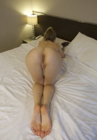 Amateur chick with an amazing ass