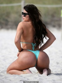 Anastasia Kvitko sexy curves at the beach