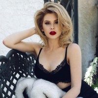 Renee Olstead Sexy TheFappening Pics