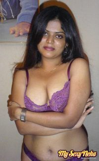 Petite Indian girl uncups big naturals after removing blue jeans – Nude Sex Pics