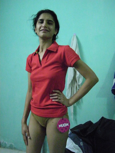 Tall Indian housewife shows her full bush while modelling totally naked – Nude Sex Pics