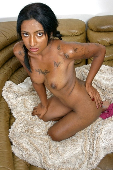 Bengali solo girl crosses her bare legs after getting completely naked – Nude Sex Pics